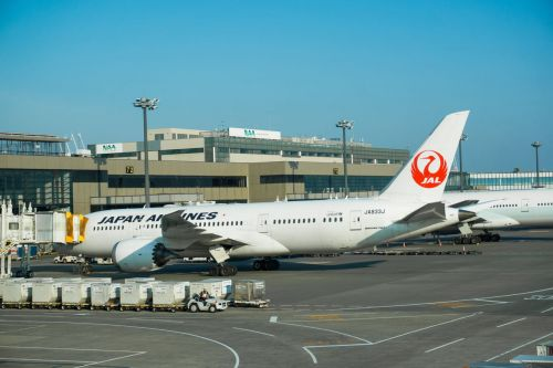 Japan Airlines : un avion dérape sur la piste à cause de la neige