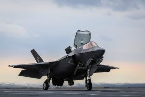 La Royal Navy teste la technique SRVL pour le F-35B sur le HMS Queen Elizabeth